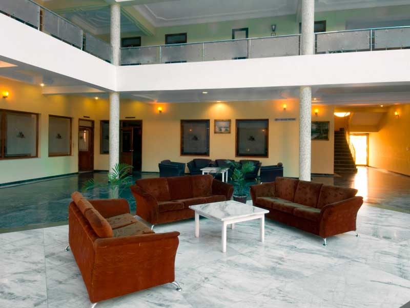lounge-infocity-club-and-resort-gandhinagar
