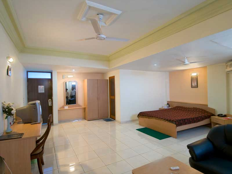 infocity-club-and-resort-gandhinagar-hotel-room